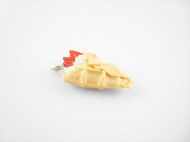Miniature Charm Waffle Crepe Strawberry